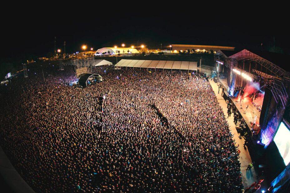 Público en el escenario principal del Viña Rock