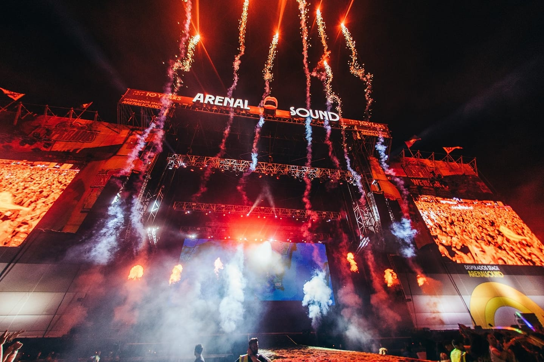 Escenario principal Arenal Sound fuegos artificiales