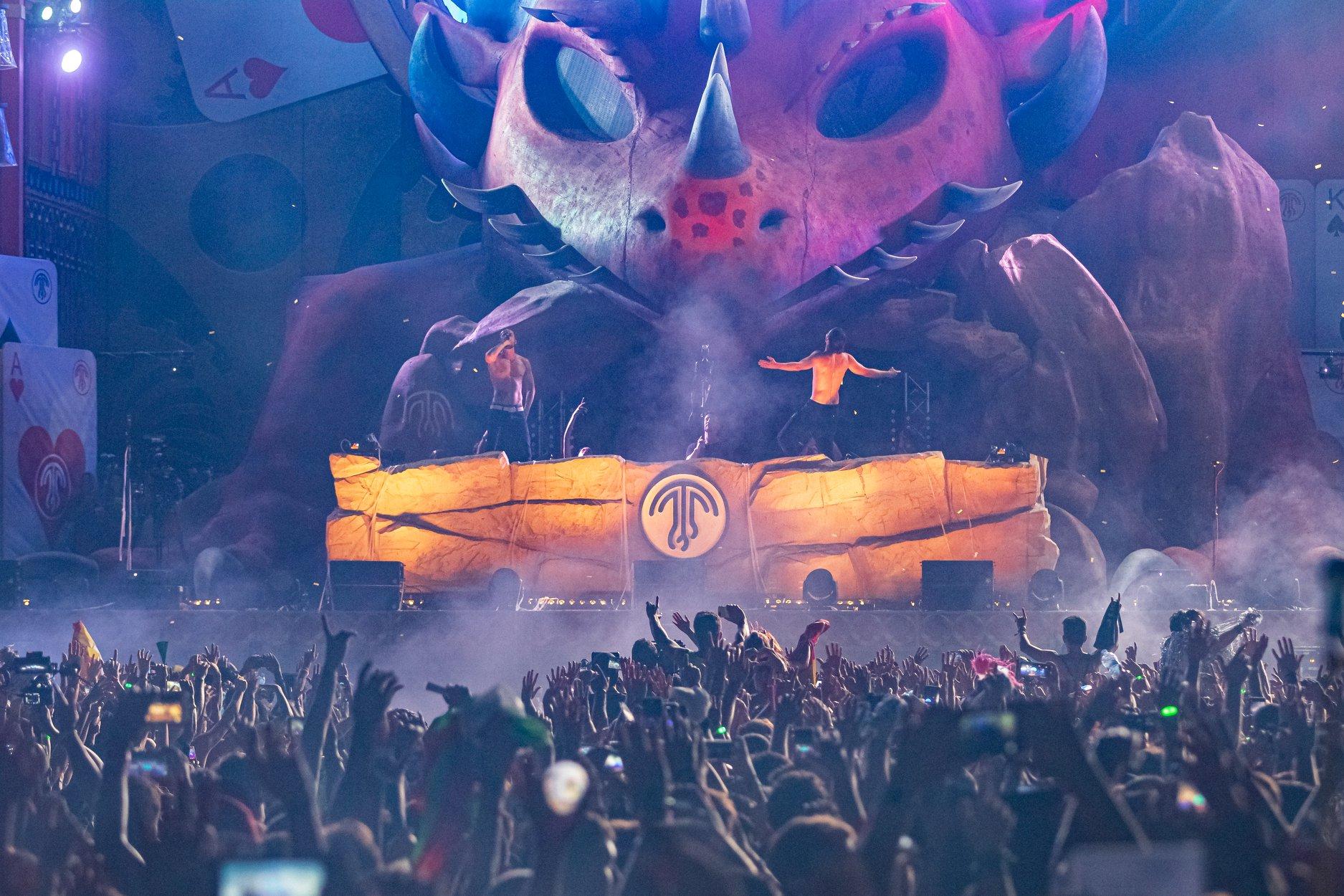 Dimitri Vegas y Like Mike en el escenario principal mainstage del Medusa Sunbeach Festival en Cullera