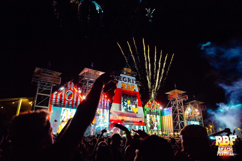 Reggaeton Beach Festival Fuegos artificiales