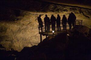 cueva de el pendo en camargo