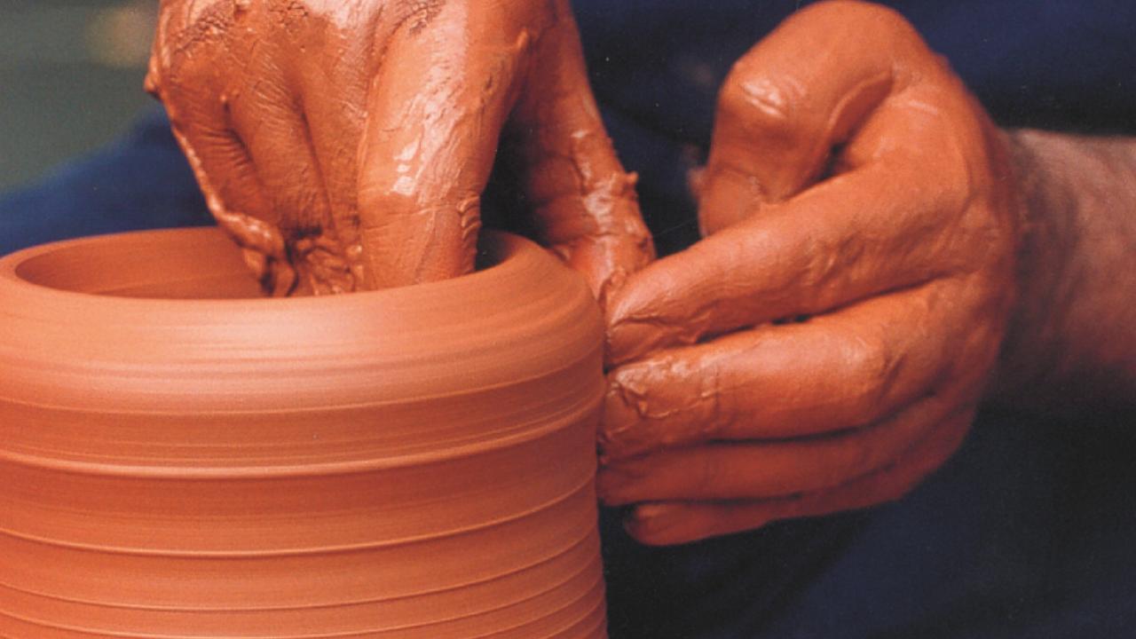 La Feria de la Primavera reúne a 26 artesanos en el Arenal