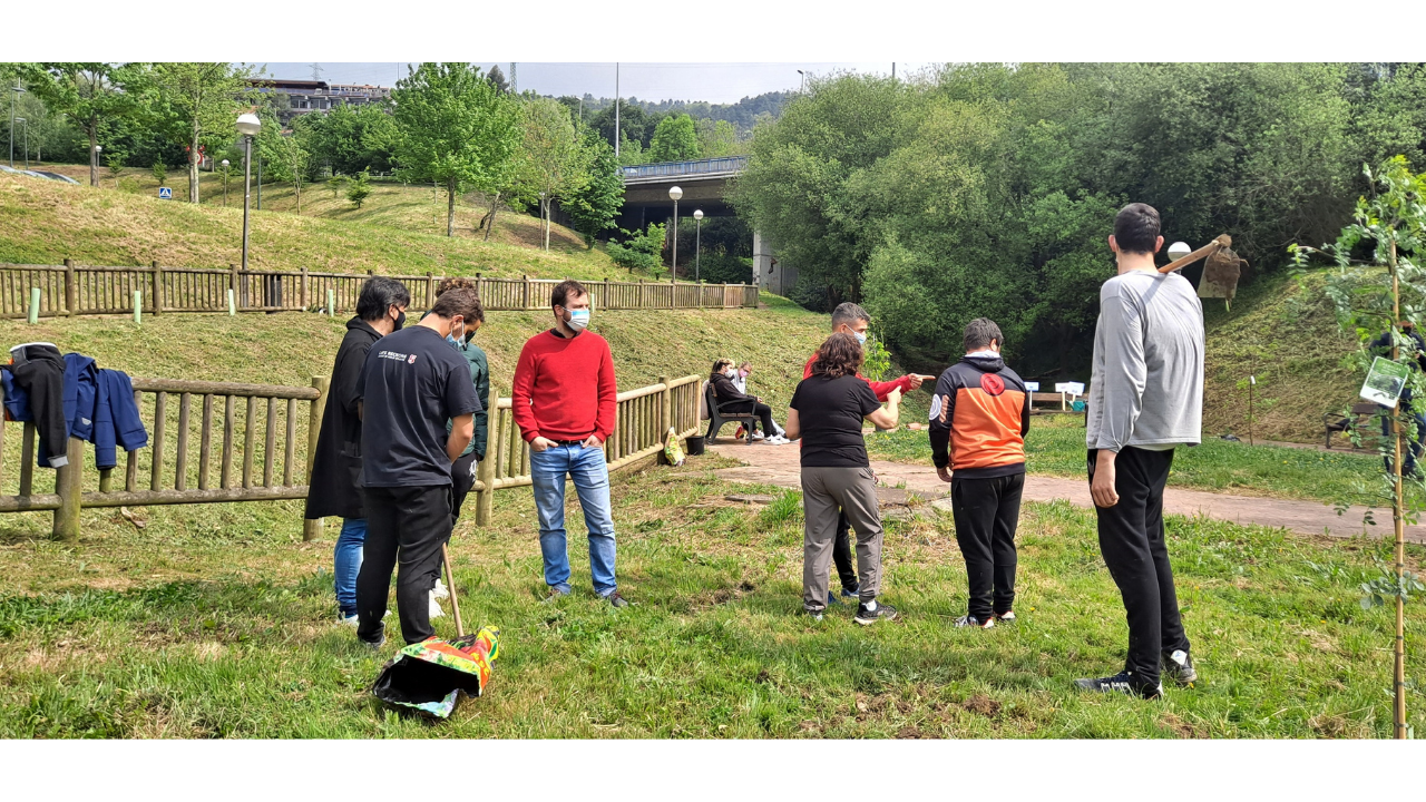Estudiantes del Centro Formativo de Otxarkoaga regeneran el barrio