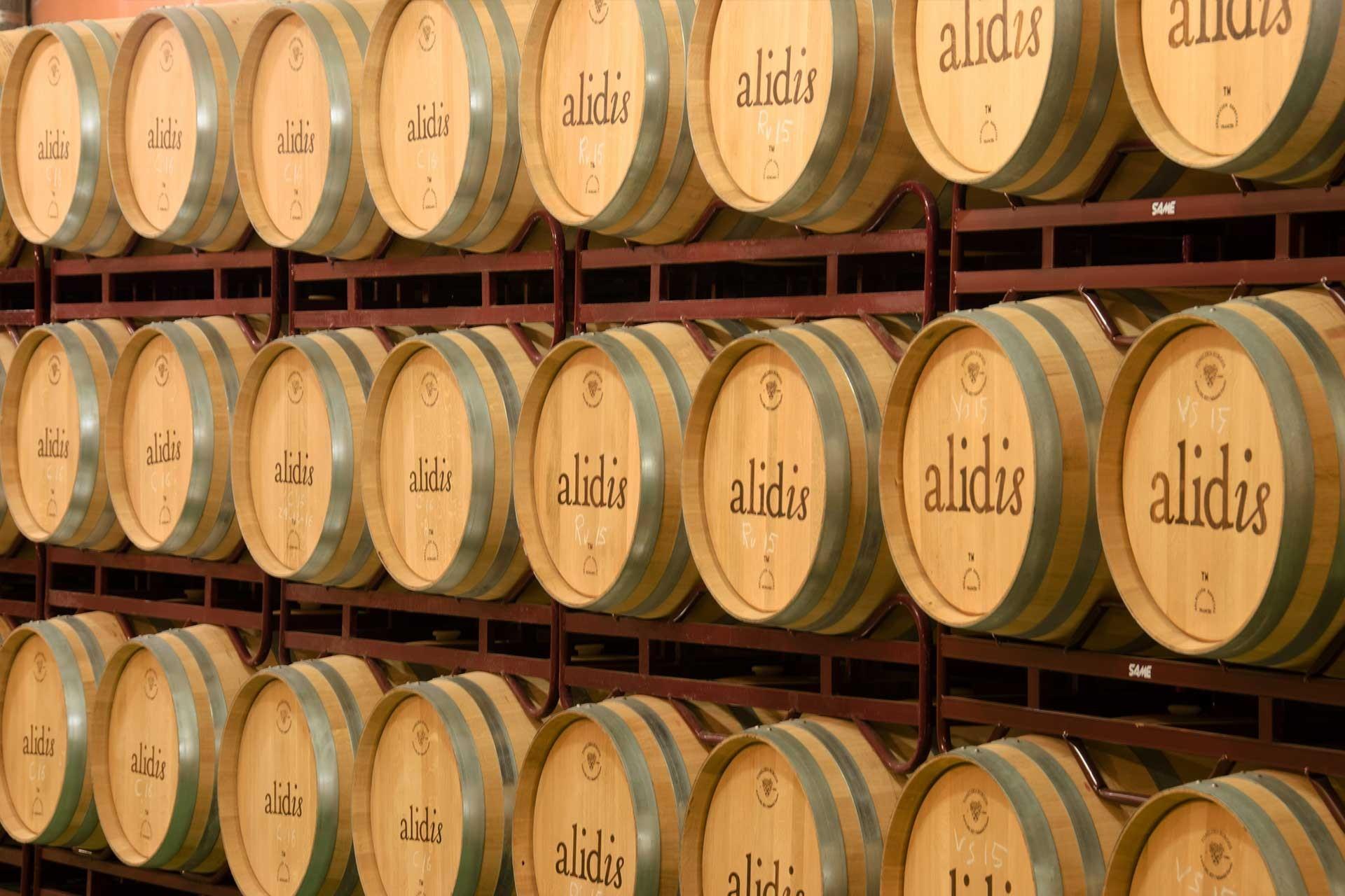 Barricas de roble de vinos Alidis en Burgos