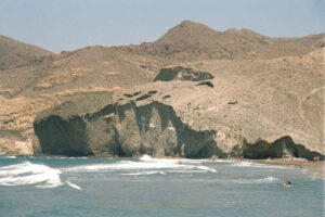 mejores playas Andalucía Playa de Monsul en el parque natural de Cabo de Gata Nijar, Almeria