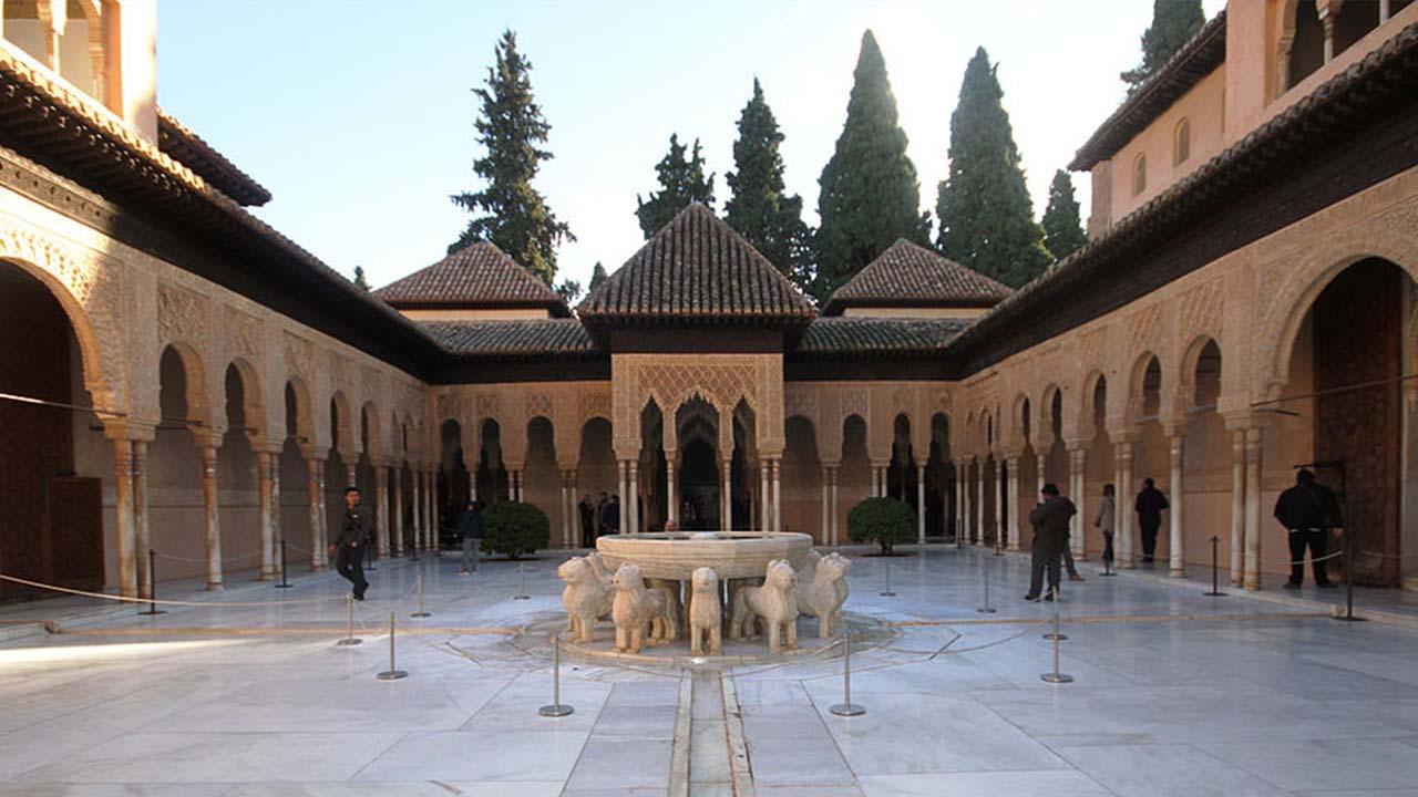 Patio de los Leones La Alhambra