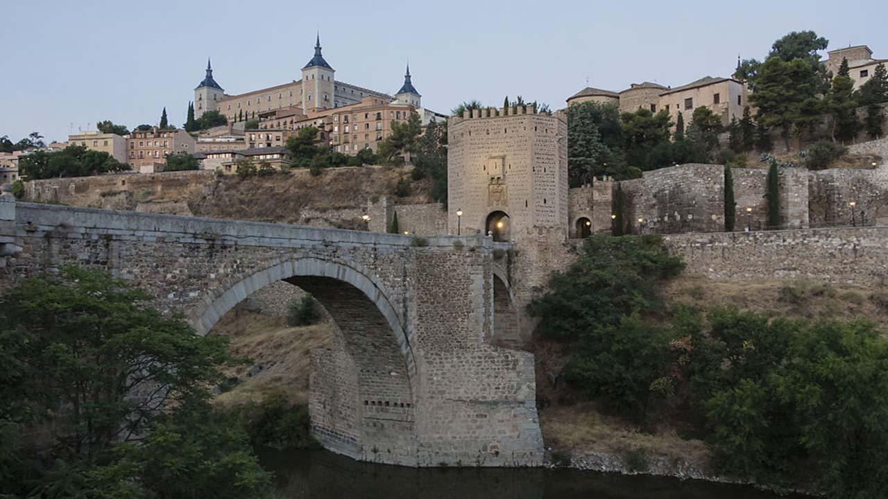 Puente de Alcantara al Amanecer