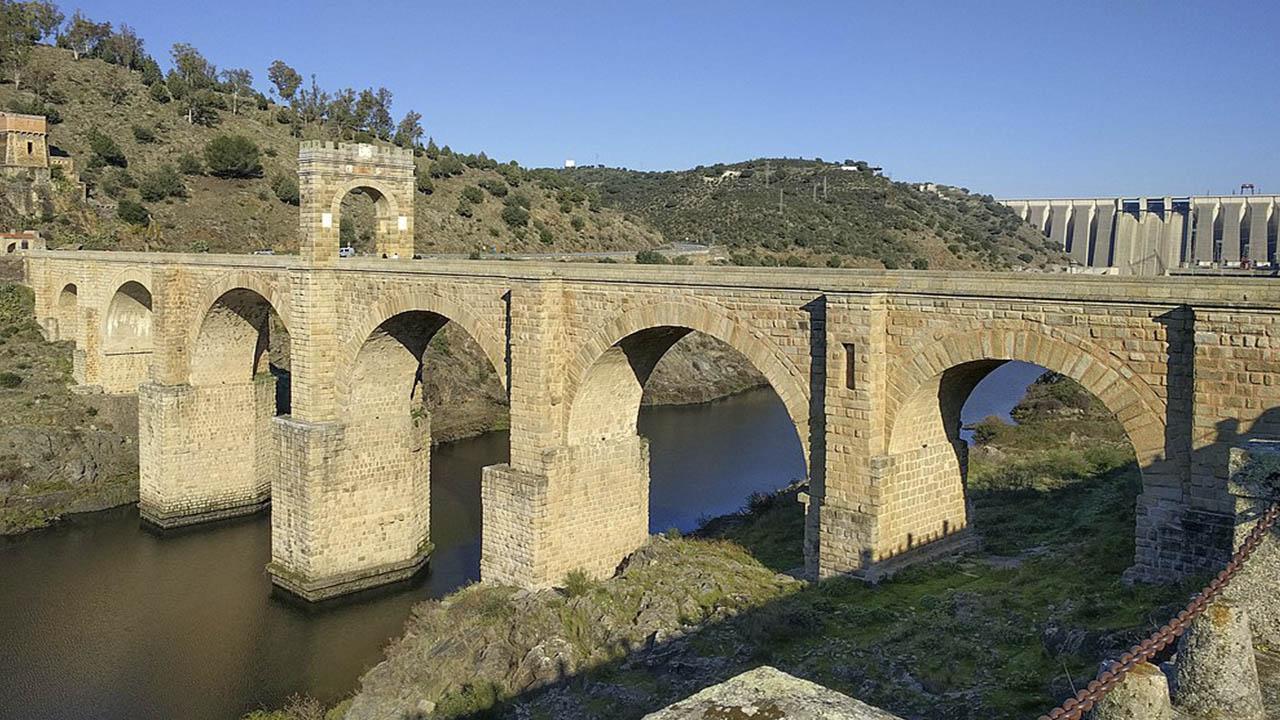 Puente romano de Alcantara sobre el Tajo del siglo ii d. C.