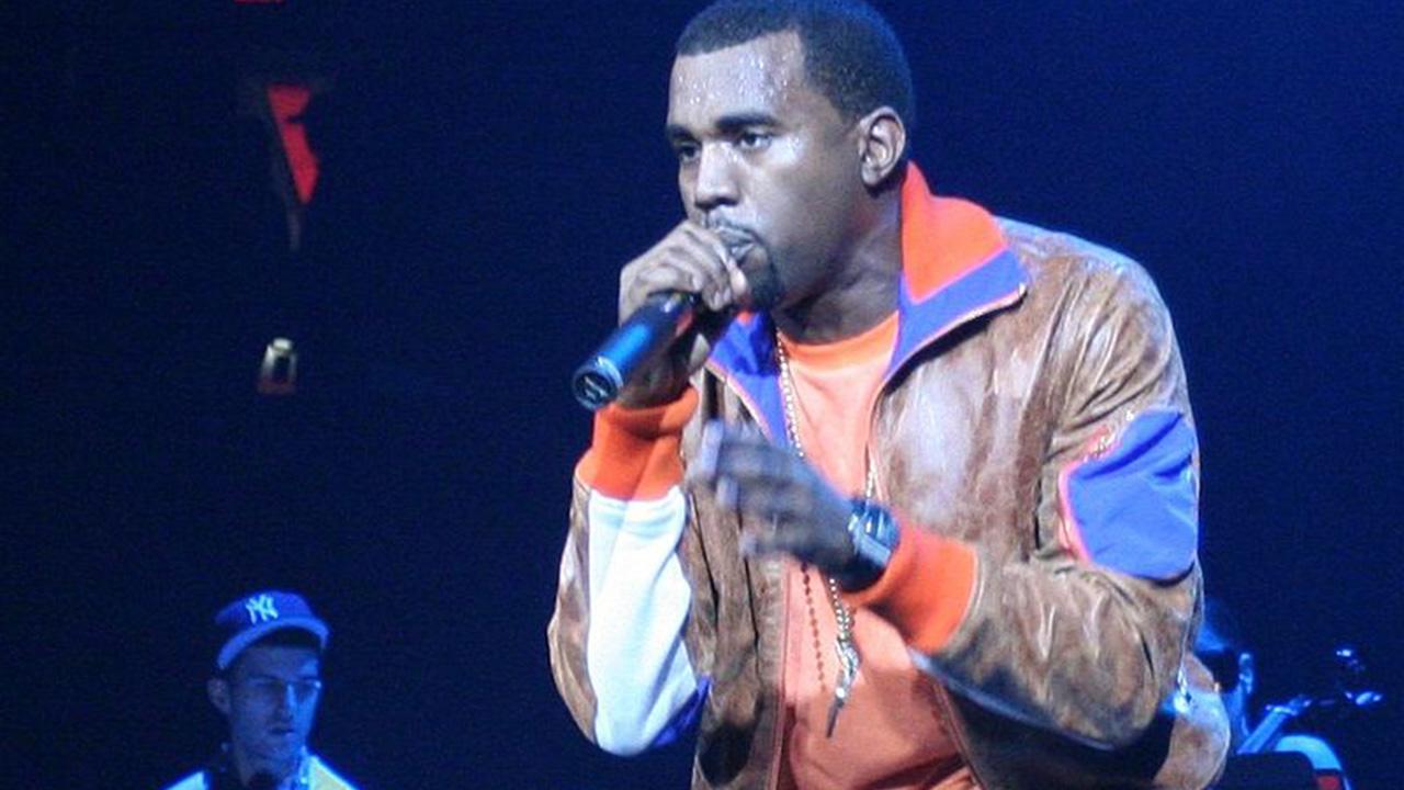 Kanye durante un concierto en 2005 haciendo de telonero de U2.