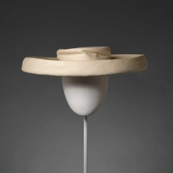balenciaga la elegancia del sombrero