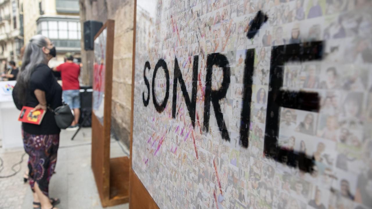 Las sonrisas de los bilbaínos contra la pandemia en el Casco Viejo