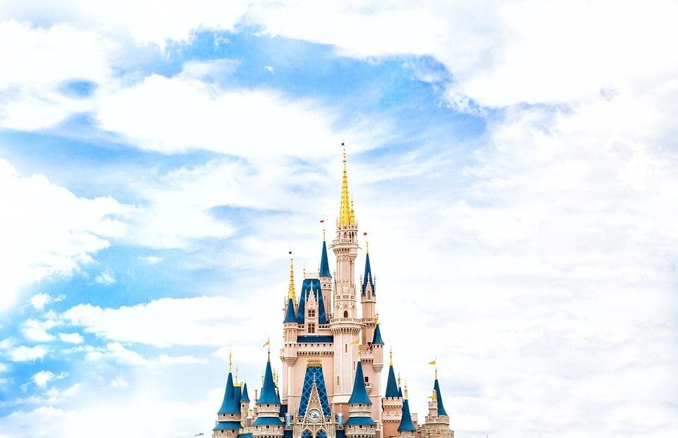 Una lista con las mejores series de Disney+