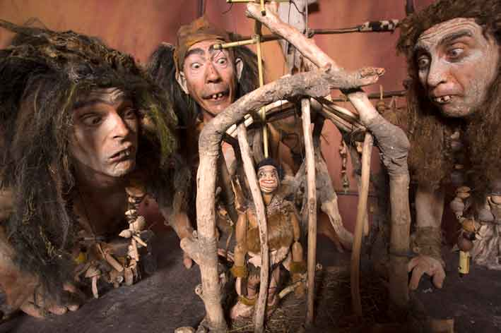 Trogloditas, títeres para niños en la sala Ártika de Vigo