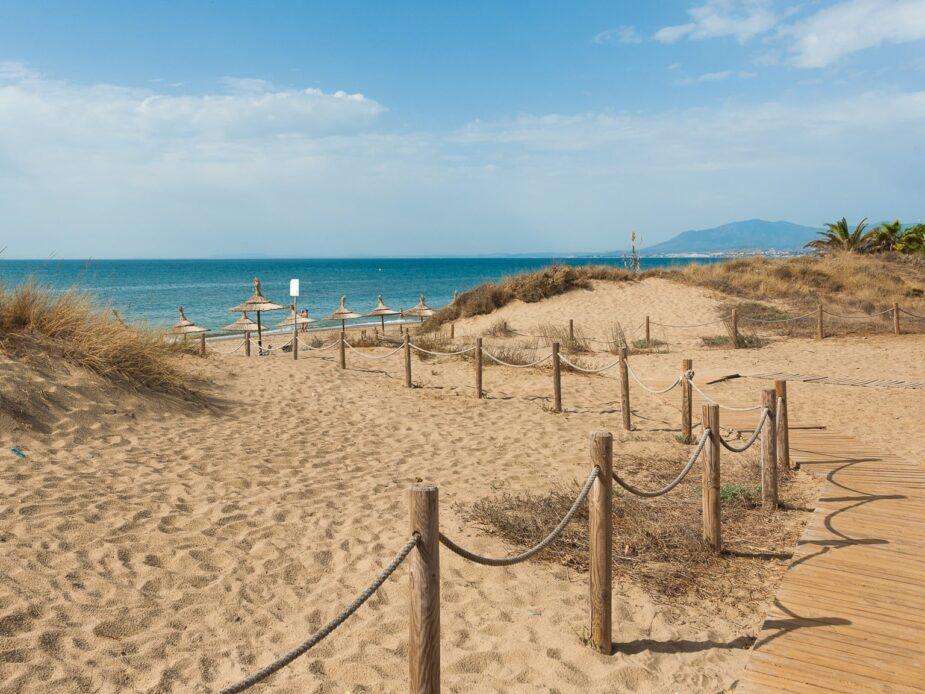 Playa de Cabopino, en Marbella