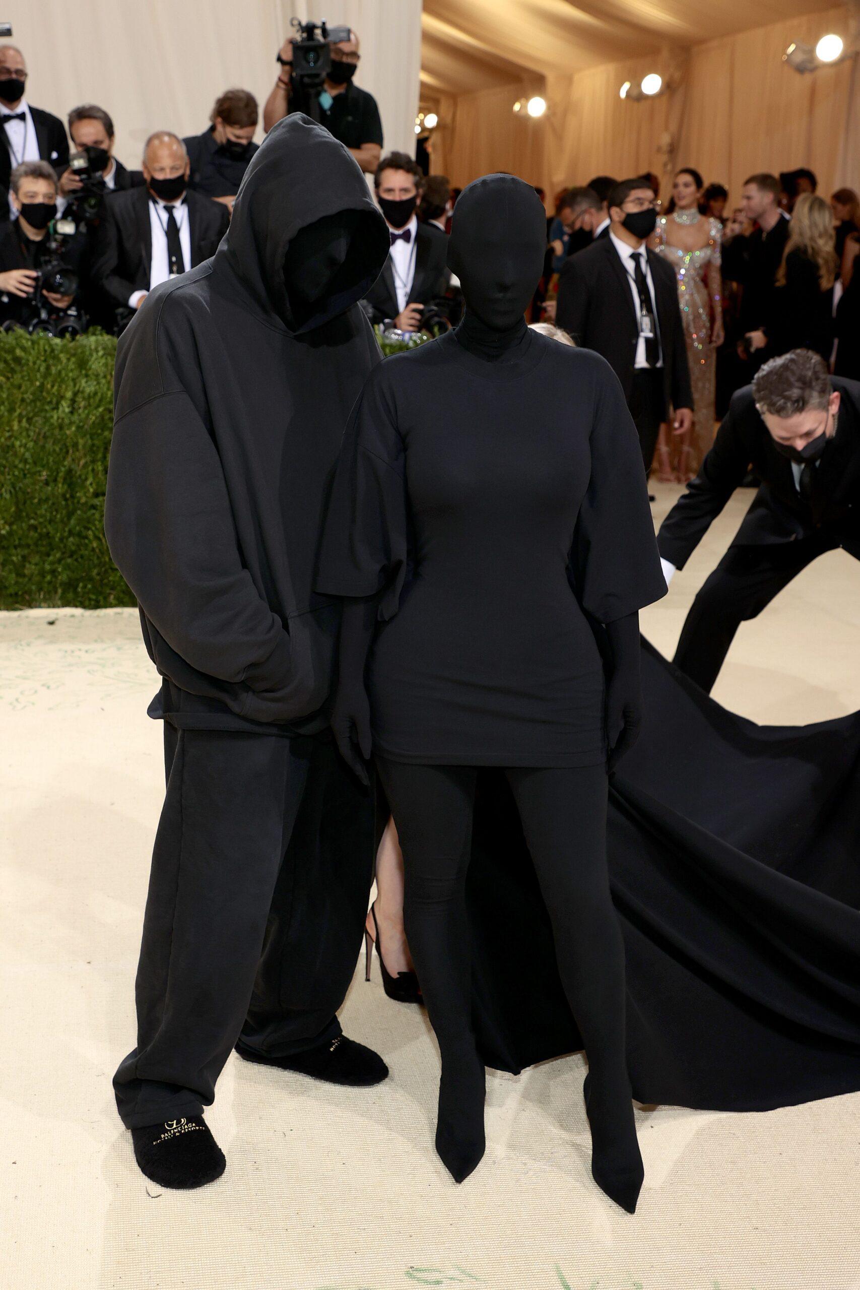 Kim Kardashian y su acompañante enmascarado