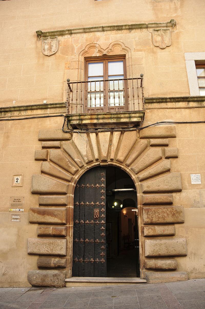 Portada del Palacio de la Isla Caceres.