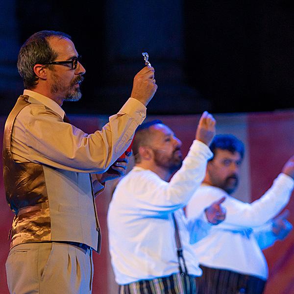 Anfitrión (Juan Carlos Rubio) en Teatro Auditorio Roquetas de Mar en Almería
